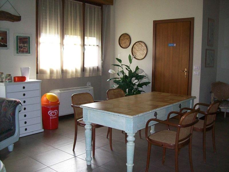 Affittacamera-Vanzaghello-Falegnameria-8